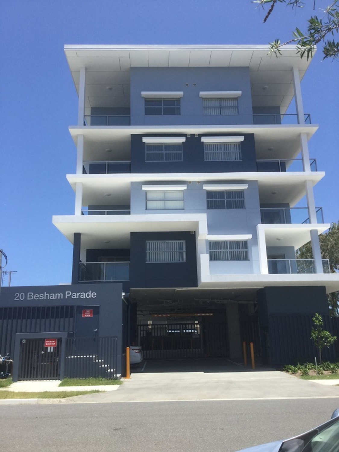 1 WEEKS FREE RENT   WOULD YOU LOVE TO LIVE IN THE BAY OF WYNNUM ??AND 2 AIR CONS