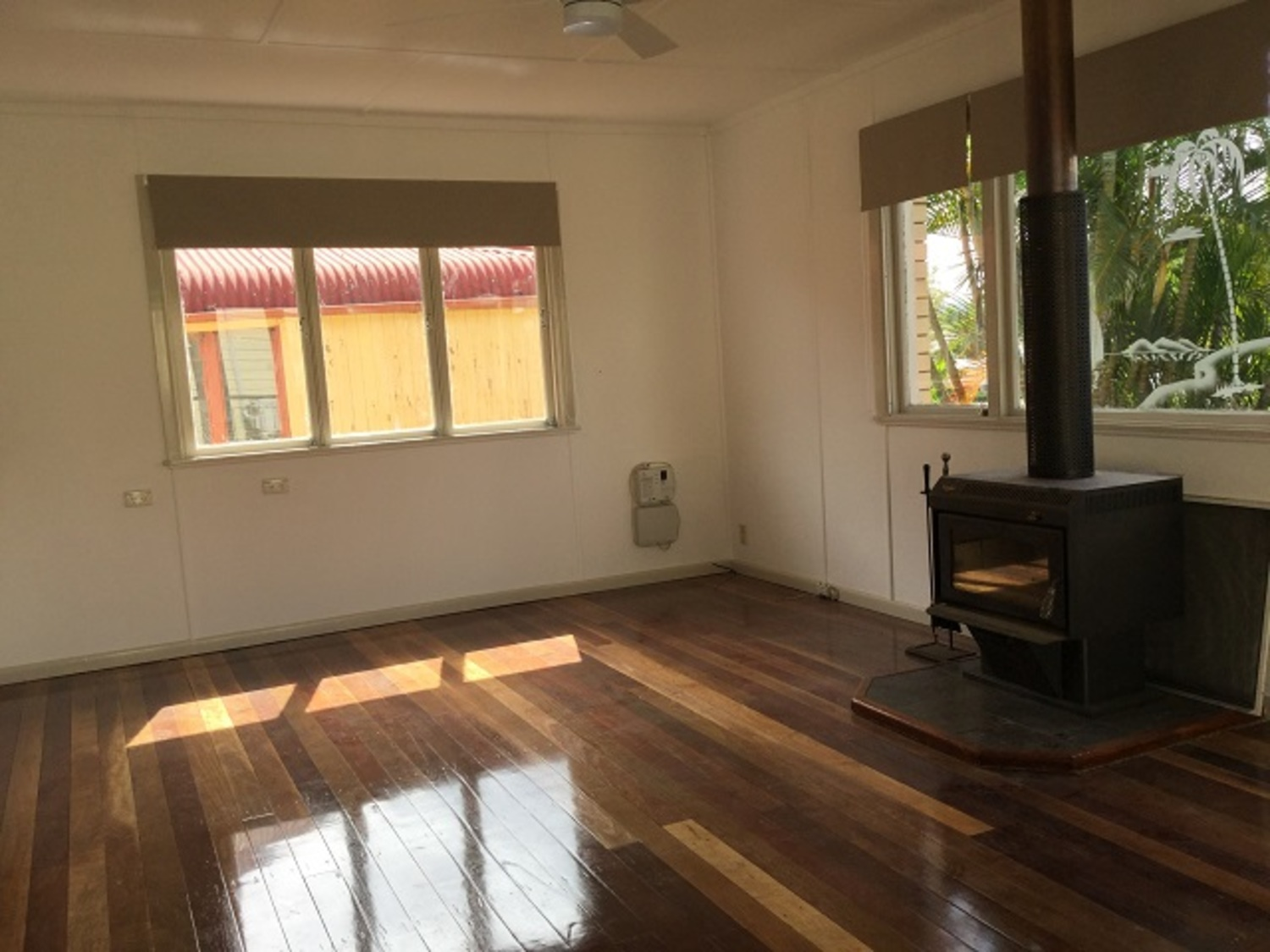 3 BEDROOM HOME RENOVATED AND A POOL WITH 1 WEEKS FREE RENT