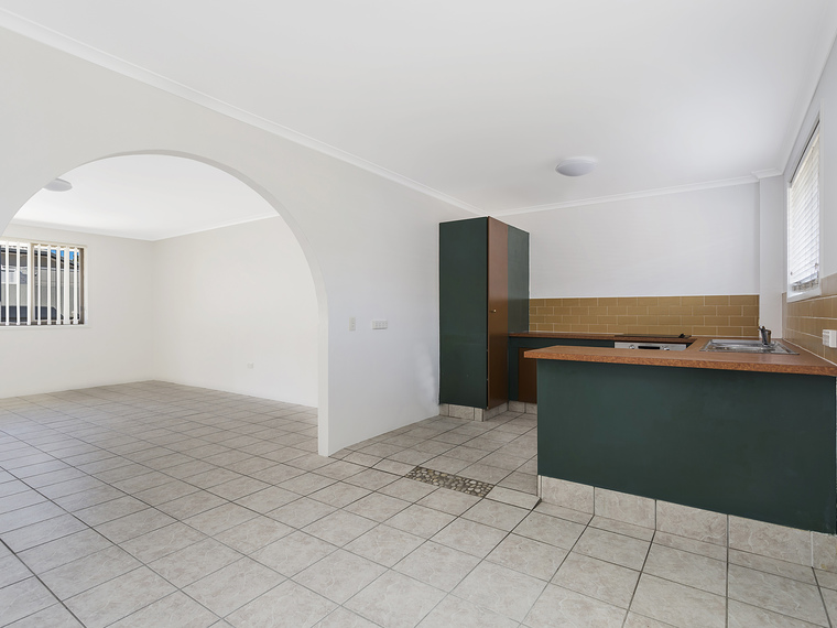 Freshly Painted Spacious 2 Bed Unit in Ideal Location!
