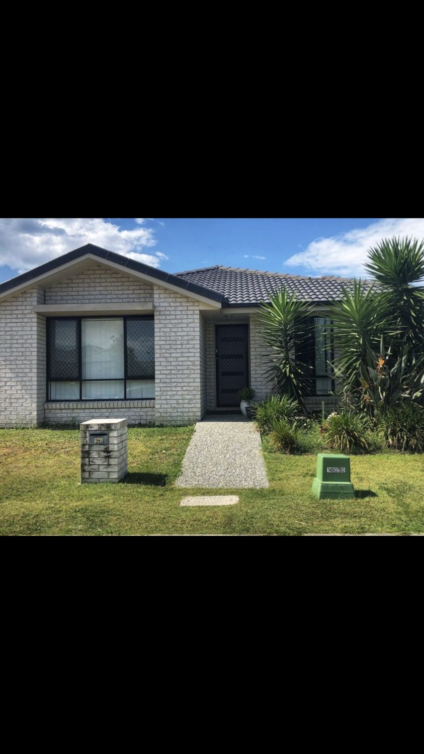 Beautiful Modern Home Available Now in Pimpama WITH ONE WEEKS FREE RENT
