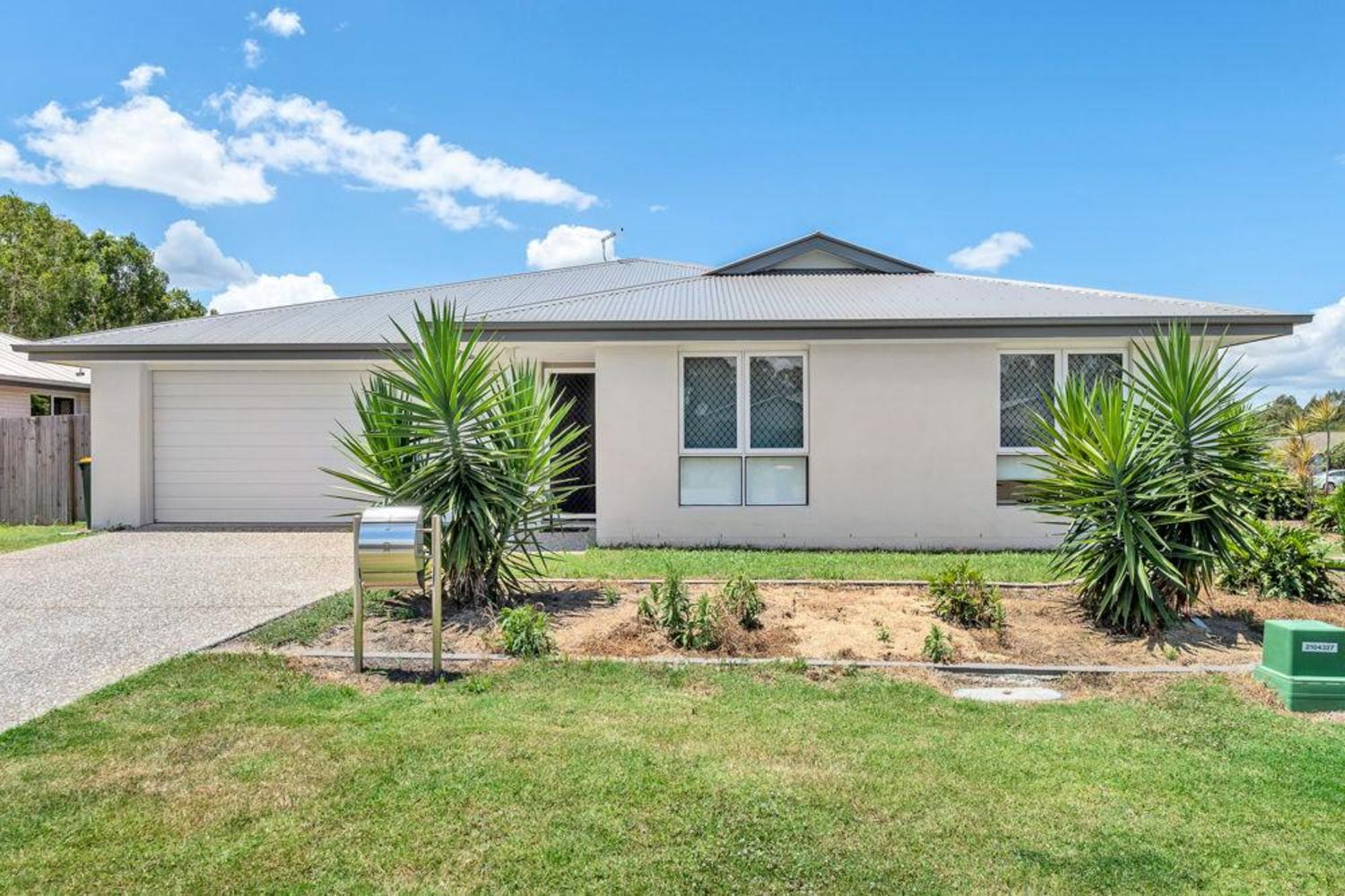 BEAUTIFUL 3 BEDROOM HOME CLOSE TO SCHOOLS, SHOPS, PARKS AND THE BRUCE HIGHWAY!