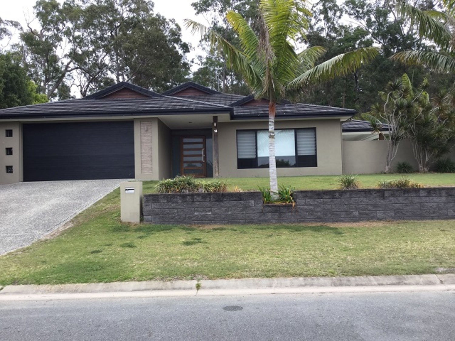 STUNNING   EXECUTIVE  LARGE HOME WITH  IN-GROUND POOL 3 LIVING AREAS DUCTED AIR CON
